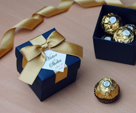 Or & bleu marine Bonbonniere mariage, mariage faveur boîte avec noeud de ruban de satin et votre nom, personnalisé de boîtes de bonbons pour les invités