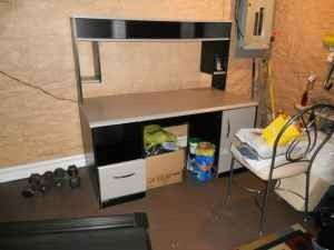 large contemporary desk w/ hutch - $35 (niles,ohio)