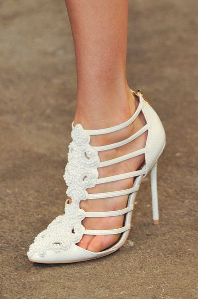 Christian Siriano White Cage Sandal Spring 2014 #Brautschuhe #Shoes #Weddingshoes
