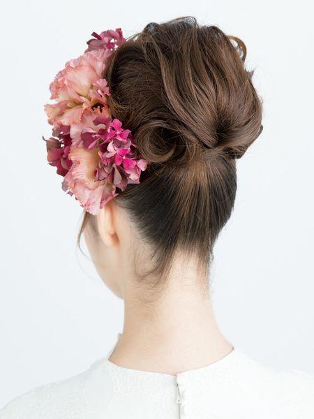 華やかな雰囲気をかもす柔らかく毛流れを作ったアップスタイル/Back|ヘアメイクカタログ|ザ・ウエディング