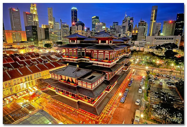 Great shot of the Buddha Tooth Relic Temple, Singapore. Only a stone's throw from Matchbox The Concept Hostel in Chinatown!