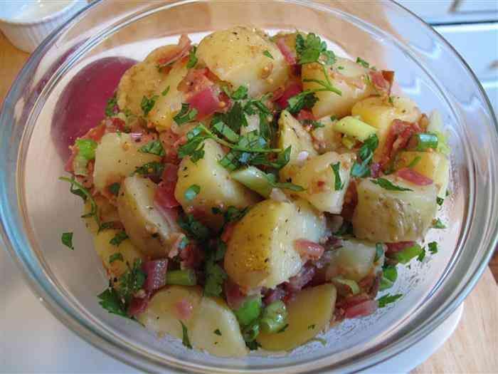 Fantástico! Receita deliciosa de salada de batatas alemã para o churrasco - # #churrasco #saladadebatata