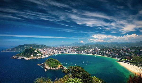 http://elpachinko.com/nuestros-viajes/destinos-recomendados-para-viajar-con-ninos-semana-santa/  Diez destinos de España y Europa para viajar con niños en Semana Santa