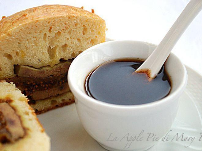 Foie gras ai fichi nella brioche con riduzione al Porto