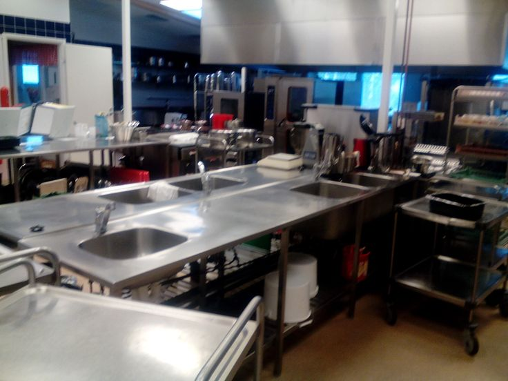 Tässäpä kuva keittiöstä, tavarat hakee vielä paikkoja! Kuva otettu aamulla !