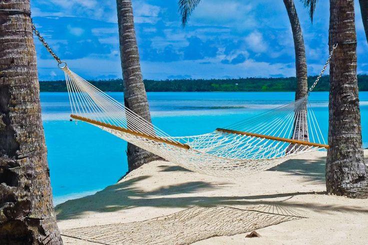 hangmat op het strand in de Stille Zuidzee