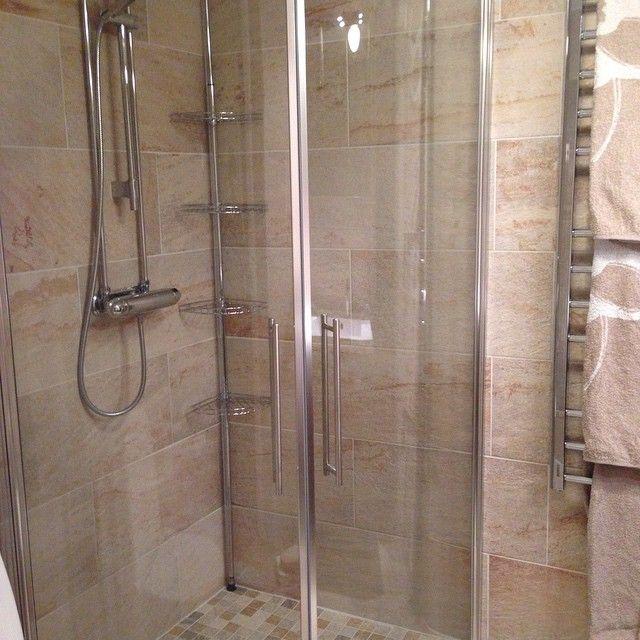 """Duschväggar i badrum från invitrea Annelie Johansson (@annjohdal) på Instagram: """"Nyrenoverat badrum"""""""