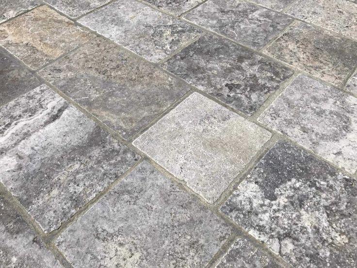 Pavé travertin gris / silver / cendré.   Idéal pour la réalisation d'une terrasse en pierre naturelle.