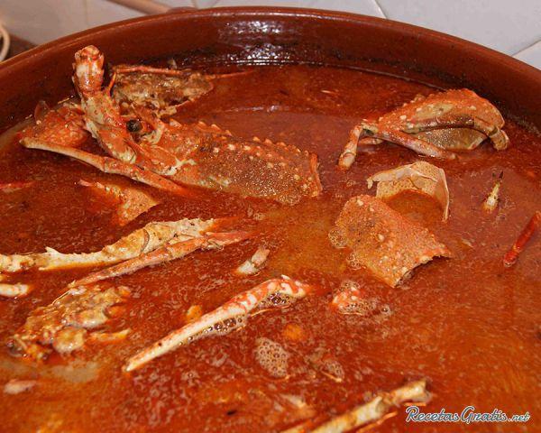 Aprende a preparar caldereta de langosta menorquina con esta rica y fácil receta.  La caldereta de langosta constituye el plato más representativo y popular de la...