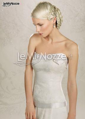 http://www.lemienozze.it/operatori-matrimonio/vestiti_da_sposa/anna_tumas/media/foto/23  Abito da sposa senza spalline con dettagli in raso