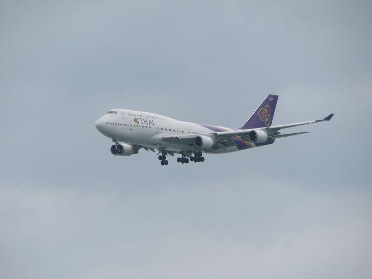 https://flic.kr/p/TJDN8Q   HS-TGY   type: passenger jet airlines: thai airways international manufacturer: boeing aircraft family: boeing 747 747-400 747-4D7 744 74N F    C    Y    Total 10  40   325  375 4x GE CF6-80C2B1F Aircraft name: dararasmi flight: tg600 from bangkok(BKK)