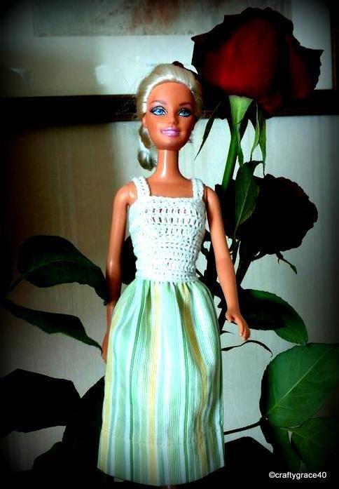 Abito Barbie estivo casual top uncinetto bianco e gonna a righe tonalità di verde e giallo in cotone, uncinetto e cucito a mano di DrittoRovescio su Etsy