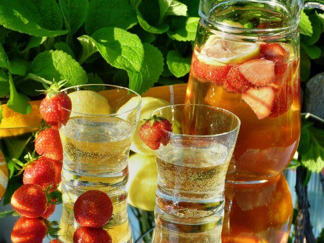 Клубничный крюшон безалкогольный : Напитки безалкогольные