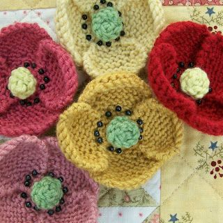 Knot Garden: June 2009 - knitted poppies - Cath Kidston type vintage style - for brooches, small gifts and home furnishings