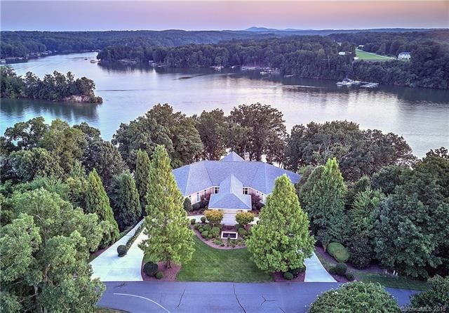 Lake Norman Waterfront Homes For Sale Search All Homes Waterfront Homes Waterfront Homes For Sale Lakefront Homes