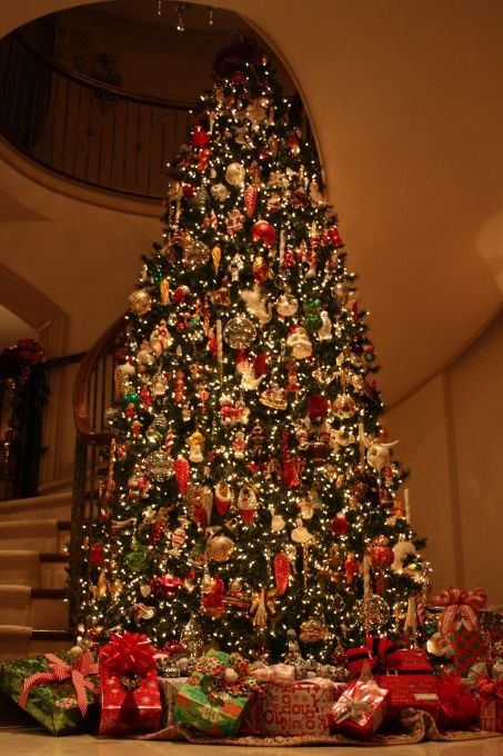 that's my kinda tree....wish I had 20 ft ceilings in my home : Beautiful Trees, Dreams Christmas, Huge Christmas Tree, Big Trees, Beautiful Christmas Trees, Room Christmas, Gigantic Christmas, Christmas Trees I, Dreams Trees