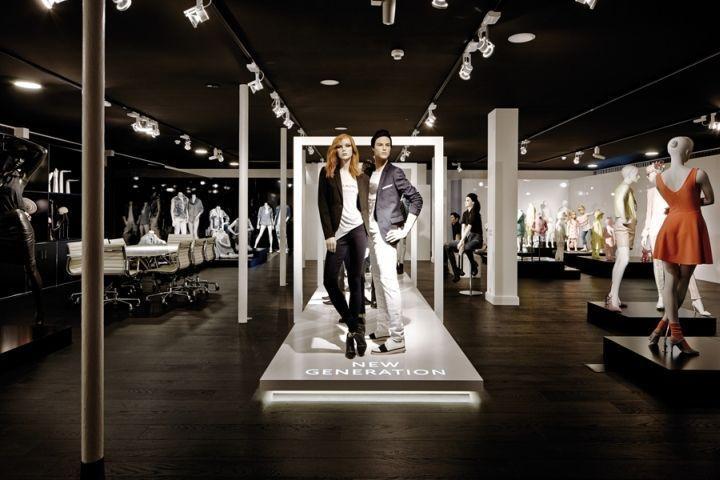 Runway Mannequin Displays Store Design Mannequin Display Retail Design Blog