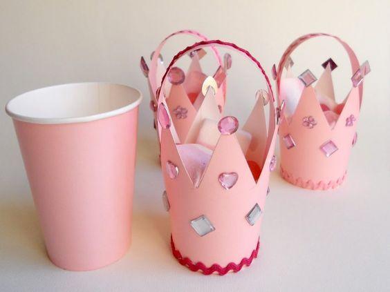 Dulceros de corona con vasos descartables para cumpleaños infantil - http://xn--manualidadesparacumpleaos-voc.com/dulceros-de-corona-con-vasos-descartables-para-cumpleanos-infantil/