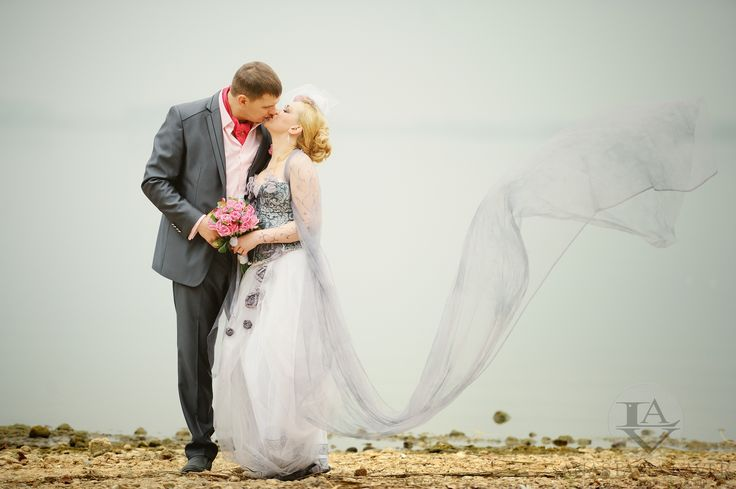 Будущий жених взял инициативу на себя как настоящий мужчина. Он преподнес своей музе красивую миниатюрную открытку. А в ней был билетик на его театральное выступление.  Вот так начинаются настоящие знакомства длинною в целую жизнь.   #weddingvip #follow #celebration #luxury #bride #love #style #life #unique #свадьбаотанастасиилавер #party #weddingparty #Minsk #Moscow #celebration #happy #fantasy #dreams #flowers #rose #miracles #fragranse #muse #amazing #pull #weddingblog_ru #acquainted #