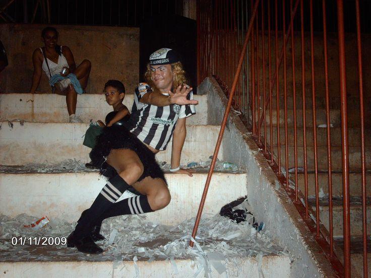 'Cover' da Joelma da banda Calypso é torcedora fanática do São Raimundo #globoesporte