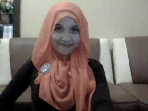 Cara Memakai Jilbab Segi Empat  Seringkali mereka tidak menggunaan jilbab atau berhijab di karenakan persepsi dari mereka yang menganggap ba...
