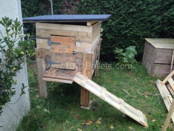 Pallets chicken coop fence poulailler et palissade en for Pallet wood chicken coop building plans