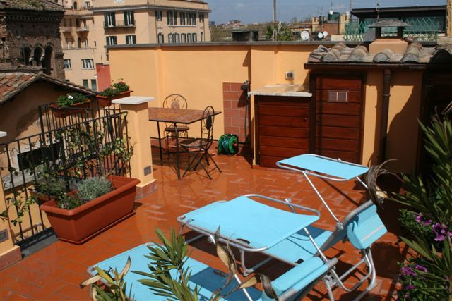 Self catering apartments in Rome. Luxury apartment rental in Trastevere. Short term apartments rentals in Rome.