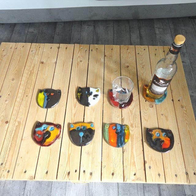 8 Têtes de chats en céramique-  dessous de verre-dessous de bouteille    #céramiqueetpoterie#artcéramique#décorationcéramique#chatsenceramique#céramiquedart#pièces uniques chats# dessous de verre#dessous de bouteille  décoration chats,  8 dessous de verres,  chats faits main,  décor de table chats,  chats  multicolores