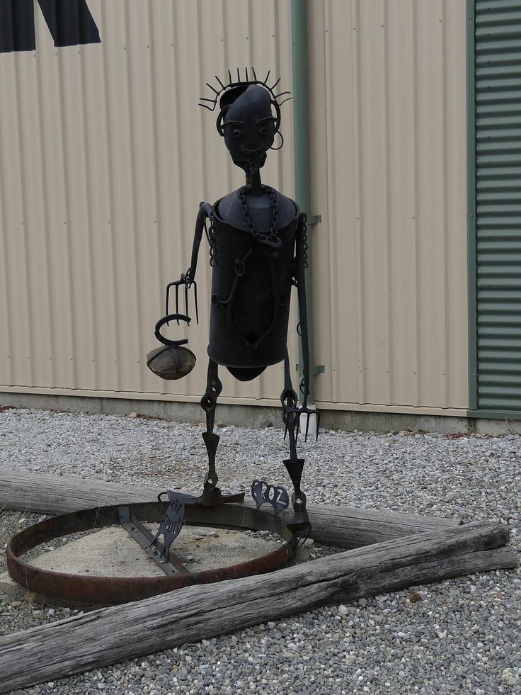 Sculpture outside the curling rink in Naseby. Made of scrap iron found on farms and in the goldfield.