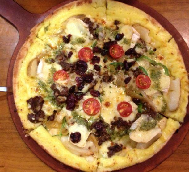 시칠리아 피자  시칠리아 피자는 이탈리아에서 보호하기 위해  2002년에 의회에서 법안이 제정 되었다.  이 지침에 따라 이탈리아에서 사용하는 피자는  이탈리아 전통 피자라고 할 수 있다.  2009년 12월 9일 유럽연합에서도 이탈리아의 요청에 따라 시칠리아의 전통적인 전문음식으로 보장을 부여 받았다.