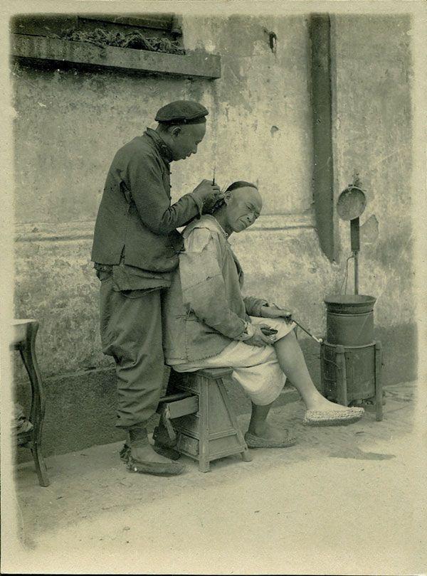 Chine - Barbier et son client à Shanghai - Photographie ancienne