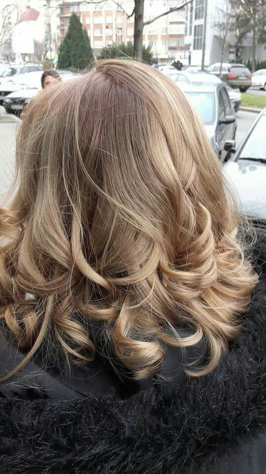 #FreelighsBlondor #wella #ombre #curls