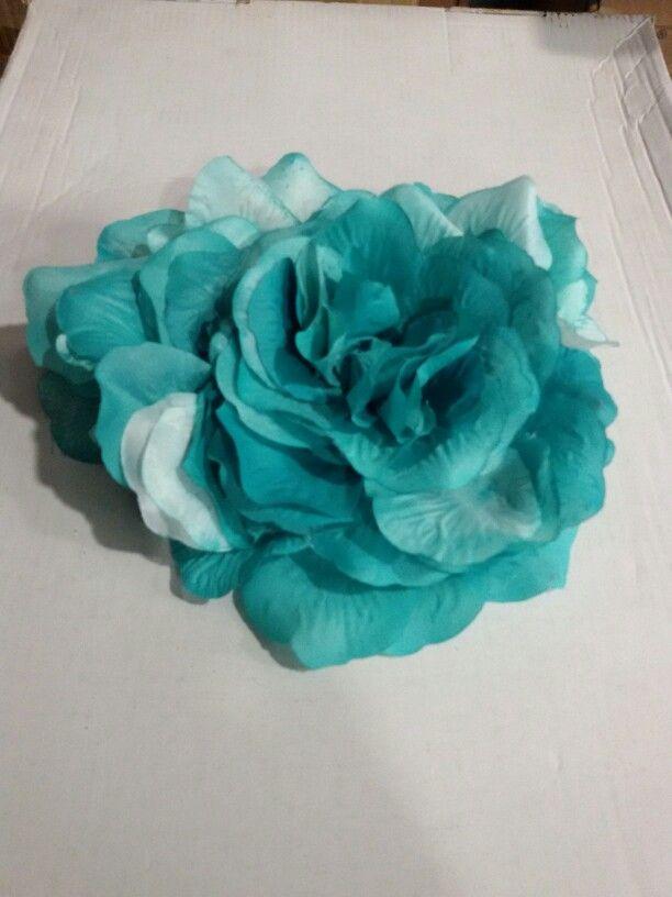 Flor para tocado en tono verde turquesa