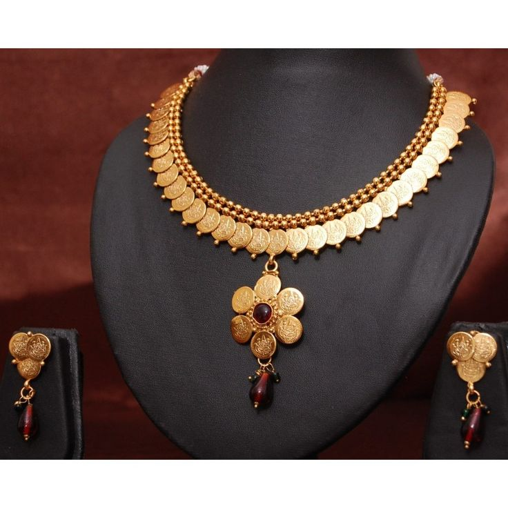 Have a special event to attend? No worries, we've got your back! The Festive Sale brings a curated Traditional Jewelry collection just for you! https://www.estoor.com/jewelry-fa5720/jewellery-sets-fa5725…