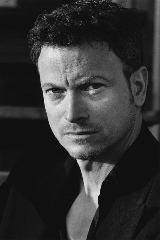 Gary Sinise--I don't like him on CSI; I like him a lot more in good movies than that crappy show (NY is the worst one in my opinion)