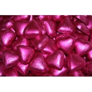 Pinkeistä pinkeimmät Sorini Suklaasydämet kruunaa pinkit häät.