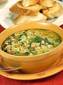 Zupa warzywna z pesto na sposób włoski