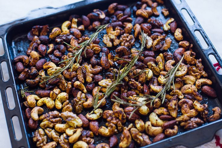 Geroosterde noten met curry en rozemarijn | De Groene Meisjes | Bloglovin'