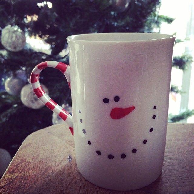 Après une longue hésitation, j'ai choisi le look bonhomme de neige pour mon #mug de #Noël #DIY