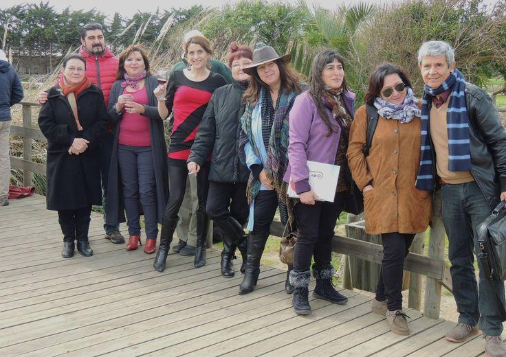 """Con grandes poetas nacionales en el encuentro """"Poetas por la esperanza"""", unidos en una bella causa, cual es la preservación y conservación de la Reserva ecológica El Humedal, Concón."""