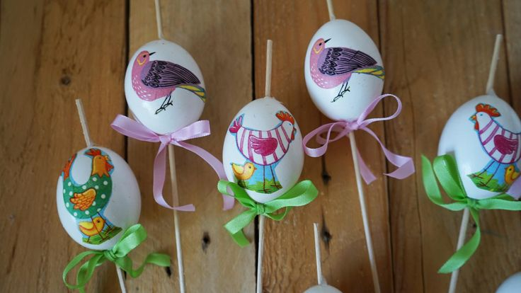 Velikonoční zápichy - Na vajíčka jsme použili jsme techniku decoupage. Můžete je použít do zasetého osení nebo řeřichy. ( DIY, Hobby, Crafts, Homemade, Handmade, Creative, Ideas, Handy hands)