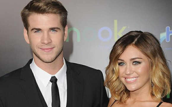 Depois de tantos boatos, parece que Miley Cyrus e Liam Hemsworth realmente não estão mais juntos. A relação dos dois já estava estremecida há algum tempo, e agora o jornal norte-americano New York Post confirmou a notícia. A fonte do jornal disse que o motivo do término foi o fato de Miley gostar muito de festas e Liam não aprovar isso. Outras fontes do veículo ainda afirmaram que eles já tinham se separado, voltaram e agora se separaram outra vez. E agora?! +