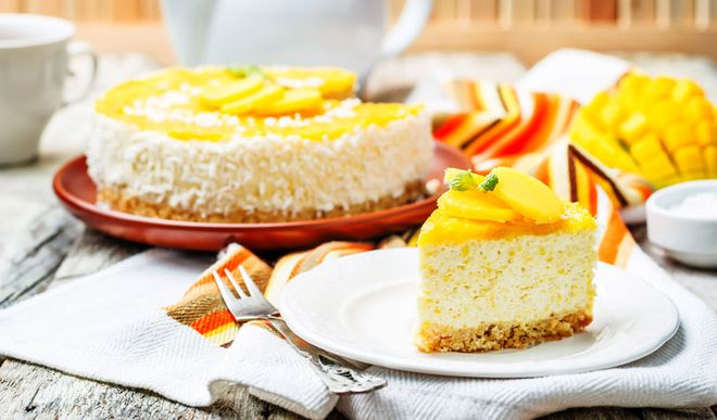 Leichte Low Carb Mango-Mousse-Torte