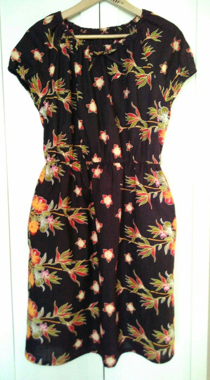 Kleid 2 aus dem afrikanischen Stoff