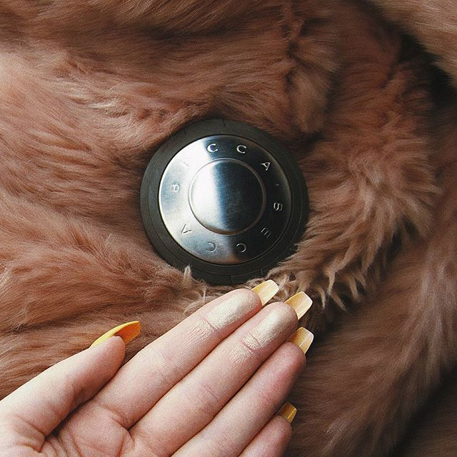my fav ☄ #beccacosmetics #beccahighlighter #moonstone #becca #highlighter #makeupstuff #girlstuff #makeup #picoftheday #instapic #makeupjunkie #makeup