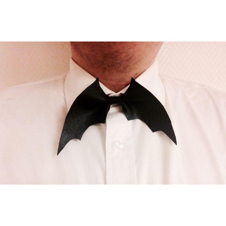 STYLE: LÄSERLAPPEN  MATERIAL: KONSTLÄDER  #bowtie #itsallabouthim #läderlappen #batman #handmade#sweden