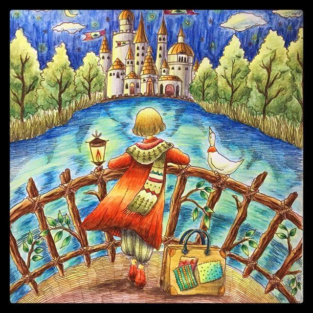 Instagram media 44non0904 - 湖のコレジャナイ感すごいけどクロスタロッス城完成(و'ω')و 星とかランプとかの光を表現するのが難しいなぁ〜。星とか潰れてるしw 次のページはどう見てもクリスマスっぽいので、ちょっと飛ばして別のページ塗ります。 #大人の塗り絵 #コロリアージュ #ロマンティックカントリー #水彩色鉛筆