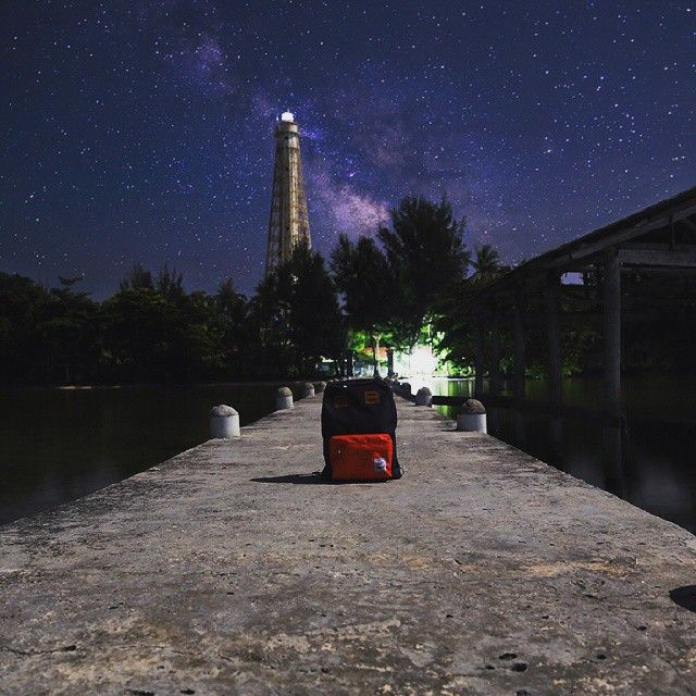 Take a walk at the dock and we found out that the night galaxy are wonderful to take some photo with Cub Traveler Backpack Bag Red-Navy, #bags #traveling #traveler #dock #seaside #galaxy #outdoors #products #jalan-jalan #holiday #vacation #wisata #backpackerindonesia #vsco #vscocam #night #travelinggear