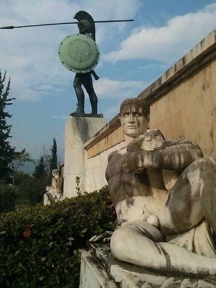 King of Sparta, Leonidas (son of lion), and his famous 300 hoplites fell defending Greece from the Persian invasion at 480 BC at the battle of Thermopylae. Join us in a history of kings, empires, battles and heroes!