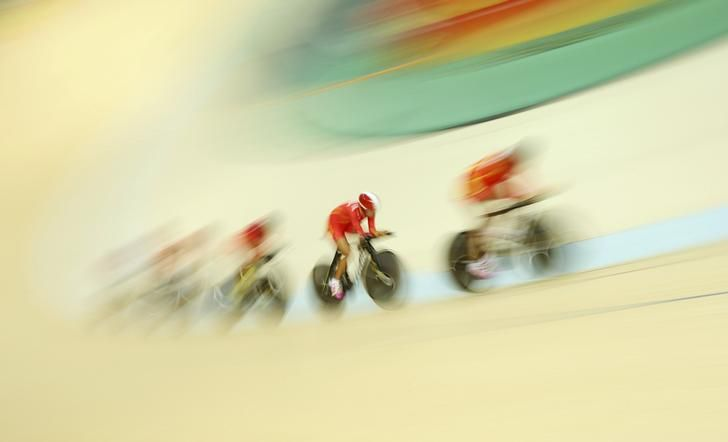 OLYMPICS-RIO-TRACK 2016 Rio Olympics - Cycling Track - Preliminary - Team training - Rio Olympic Velodrome - Rio de Janeiro, Brazil - 09/08/2016. China's (CHN) women's team during a practice session. REUTERS/Matthew Childs